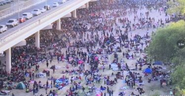 FAA sets a no fly zone over Texas bridge crammed with 10,500 illegal migrants