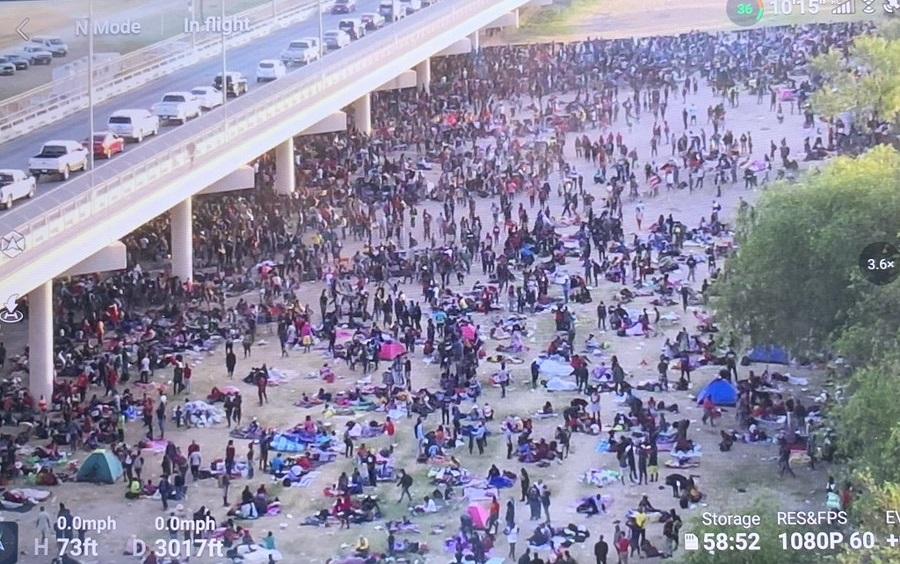 FAA поставя зона за забрана на полети над моста в Тексас, натъпкан с 10,500 XNUMX нелегални мигранти