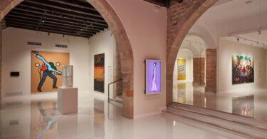 Fou Modern Contemporary (Moco) Fale Mataʻaga tatala i Barcelona