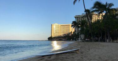 Хавайн зочид буудлуудын орлого, хүн амын тоо буурч байна.