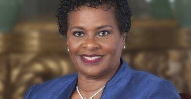 Бүгд найрамдах улс руу хүрэх зам: Барбадос улс түүхэн дэх анхны ерөнхийлөгчөө сонголоо.