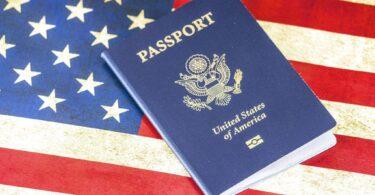 Primer pasaporte de género neutro emitido en los EE. UU.