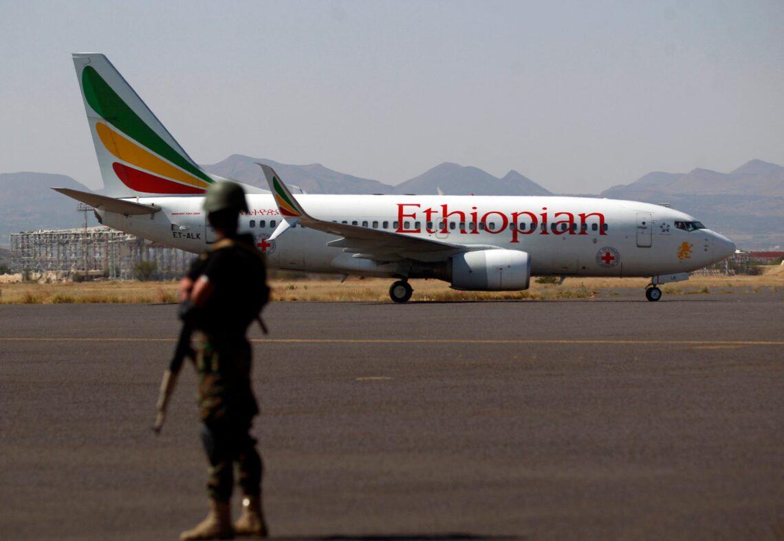 """""""Ethiopian Airlines"""" kaltinama neteisėtu ginklų gabenimu į Eritrėją"""
