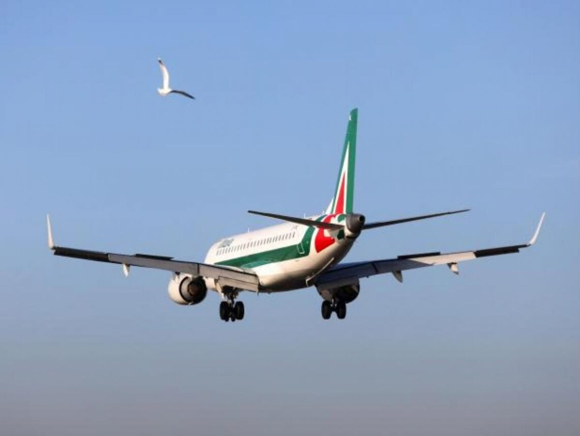 This is it: Alitalia takes off for its last flight