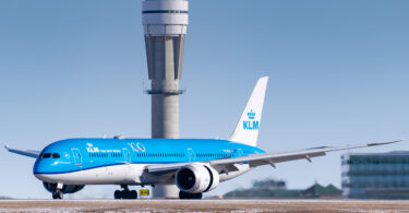 Ugonywe inqwelomoya kuphela ye-KLM: Amsterdam-Singapore